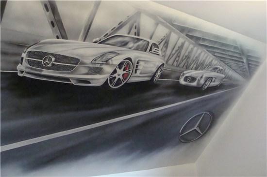 Malowanie obrazu na ścianie