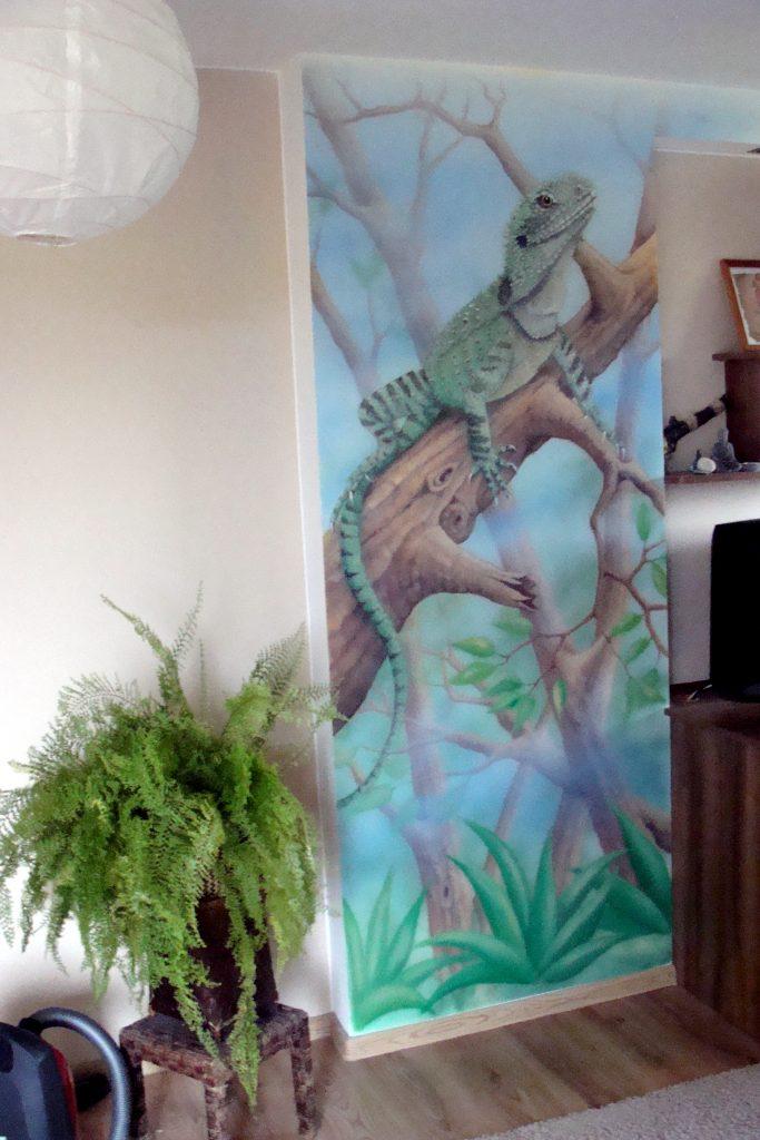 Malowanie jaszczurki na ścianie, graffiti w pokoju chłopca,