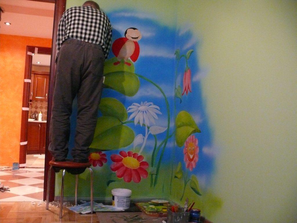 Pokój dziewczynki, malowanie scian w pokoju dziewczynki
