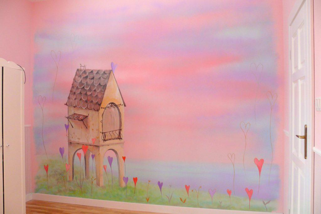 różowy pokój dziewczynki, malowanie w pokoju dziewczynki