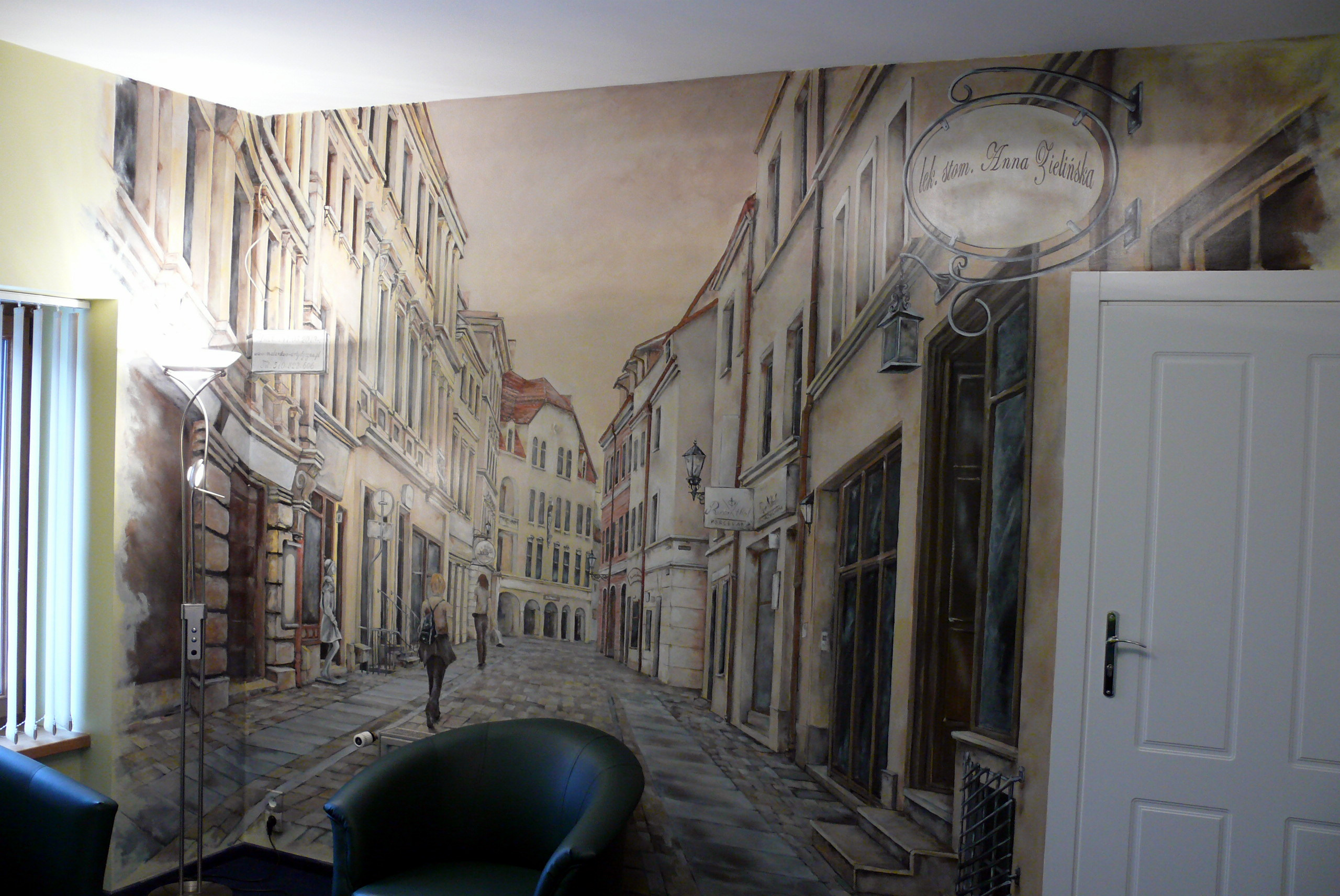 Artystyczne malowanie ściany w biurze