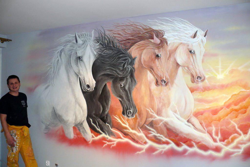 Malowanie koni w galopie mural wykonany na scianie