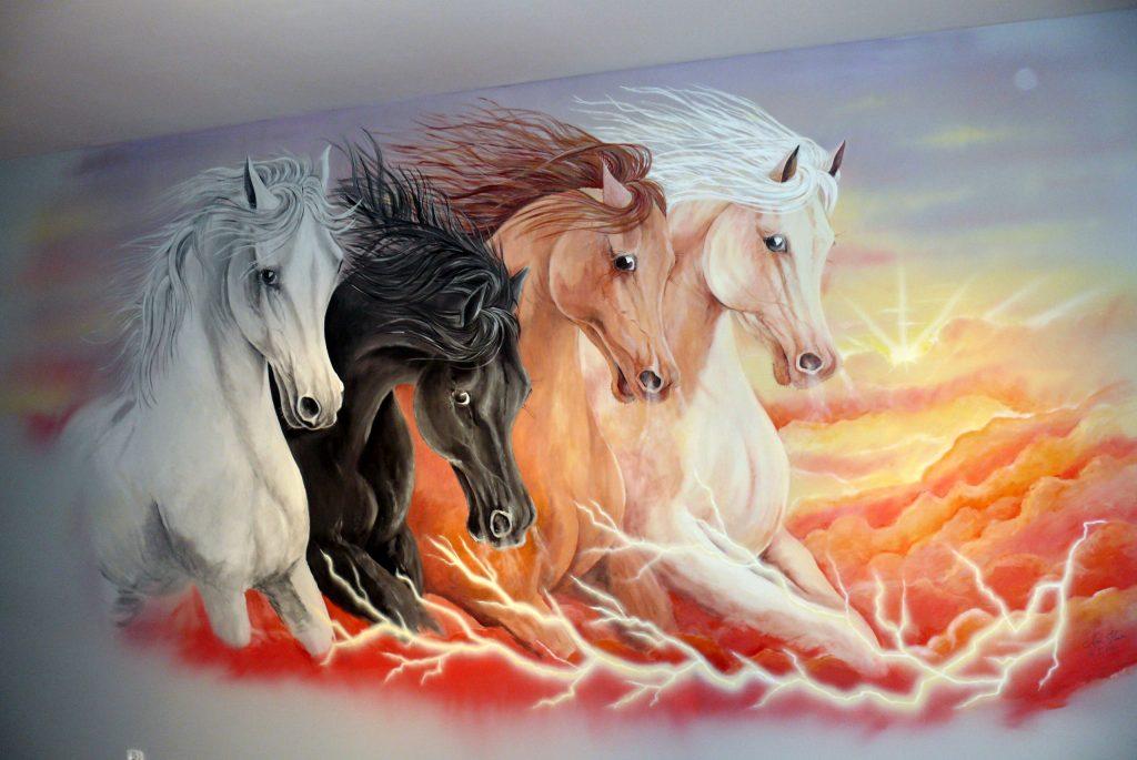 Obraz koni w galopie, obraz namalowany na ścianie