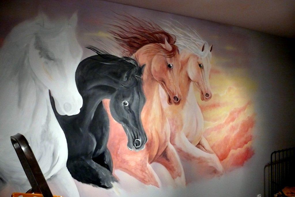 Malowanie koni w galopie, malowidło ścienne