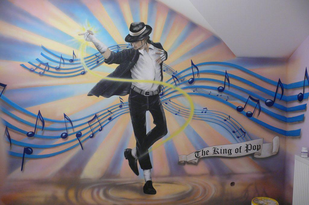 Aranżacja sciany w pokoju nastolatki, malowanie Michaela Jacksona