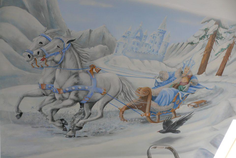 Malowanie pokoi dzieciecych, pokój dziewczynki, malowanie obrazu na ścianie