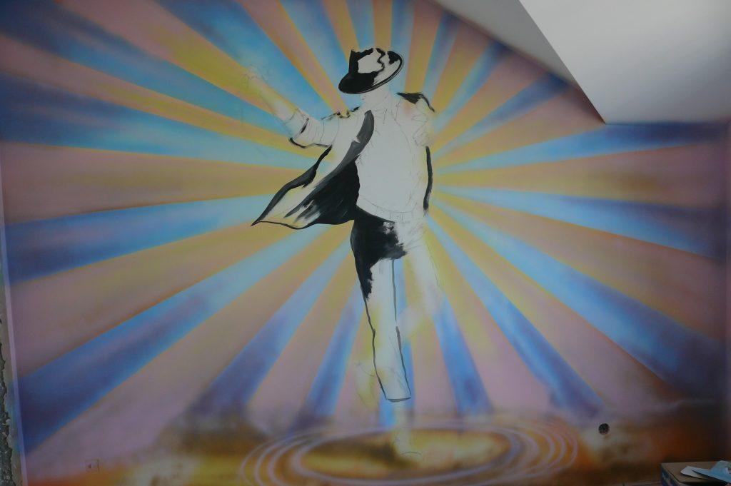 Malowanie graffiti 3D w pokoju młodzieżowym