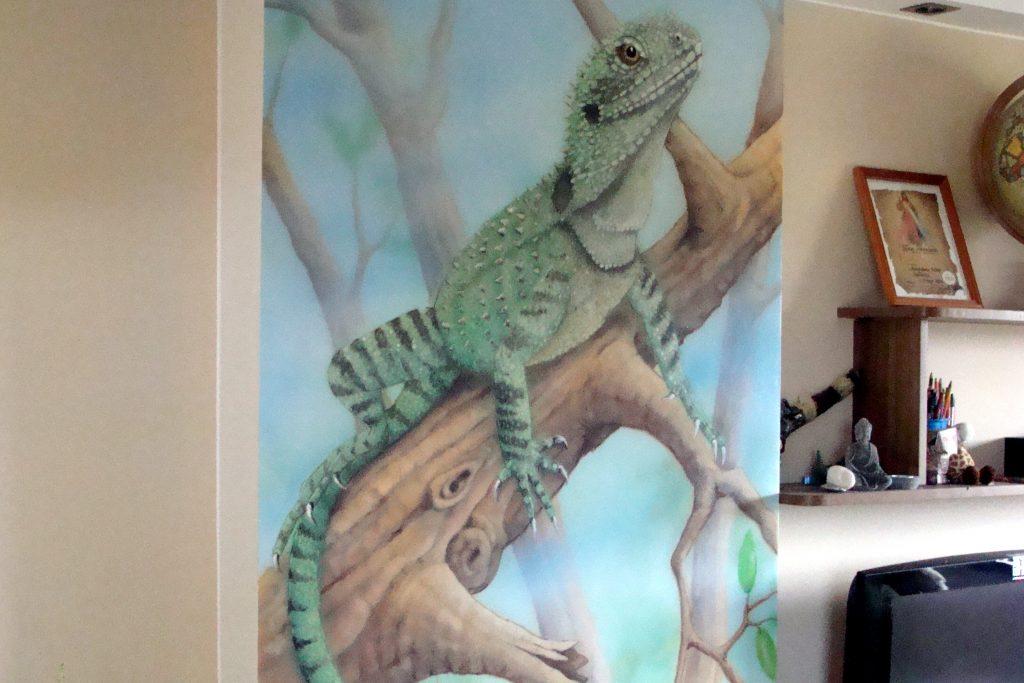 Motyw jaszczurki na ścianie, mural, jaszczurka aggawa