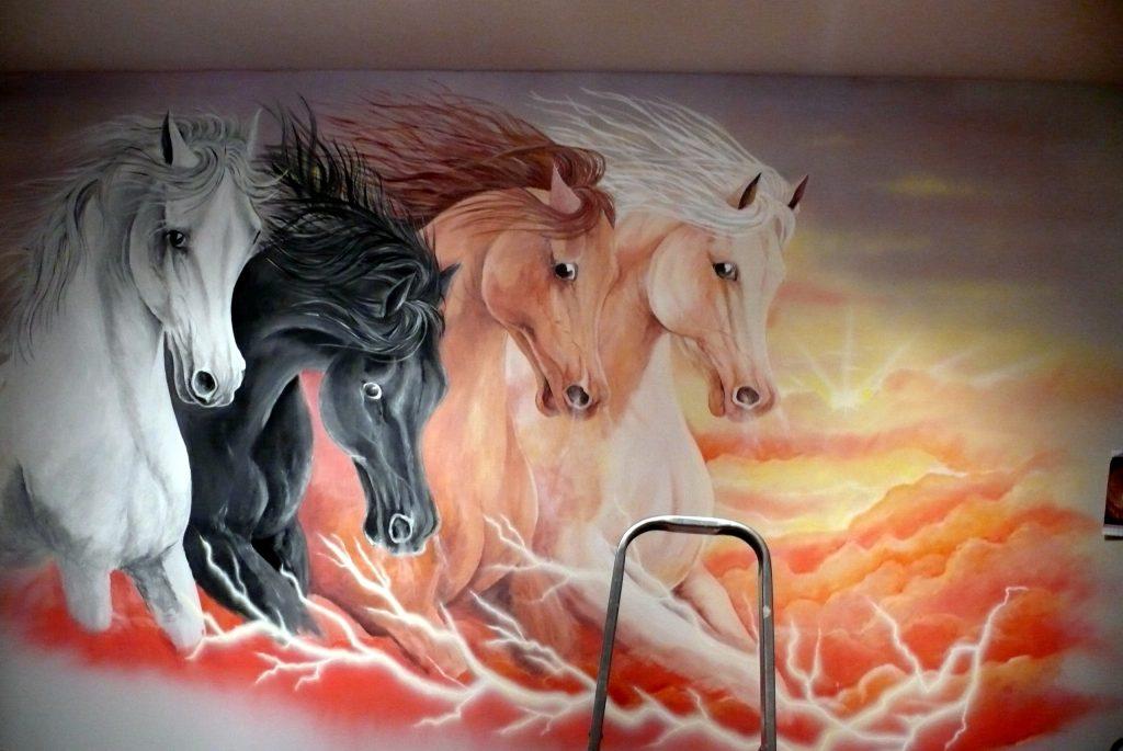 Obraz konie w galopie, malowanie grafik ściennych, murali