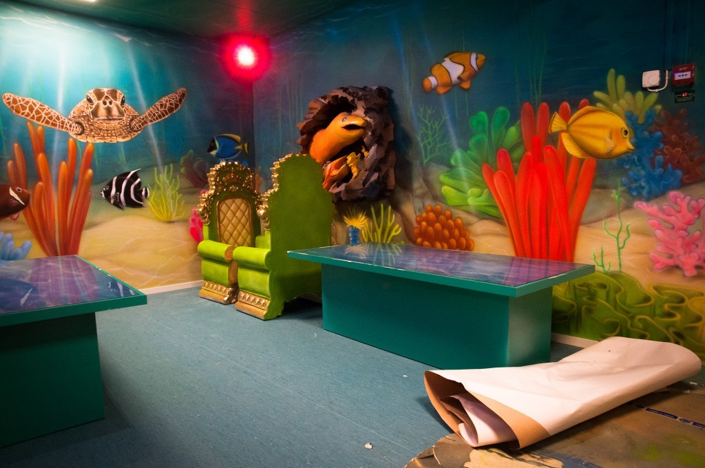 malowanie rybek na ścianie w pokoju dziecięcym, mural