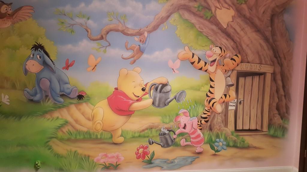 Ciekawy sposób na zaaranżowanie ściany w pokoju dziecka, malarstwo ścienne