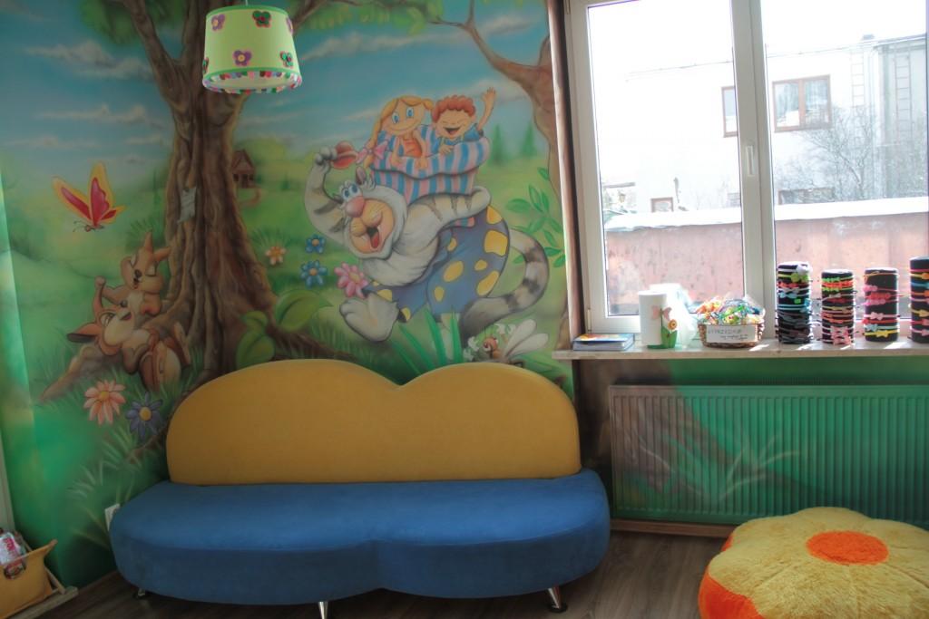 Malowidło ścienne w salonie fryzjerskim dla dzieci