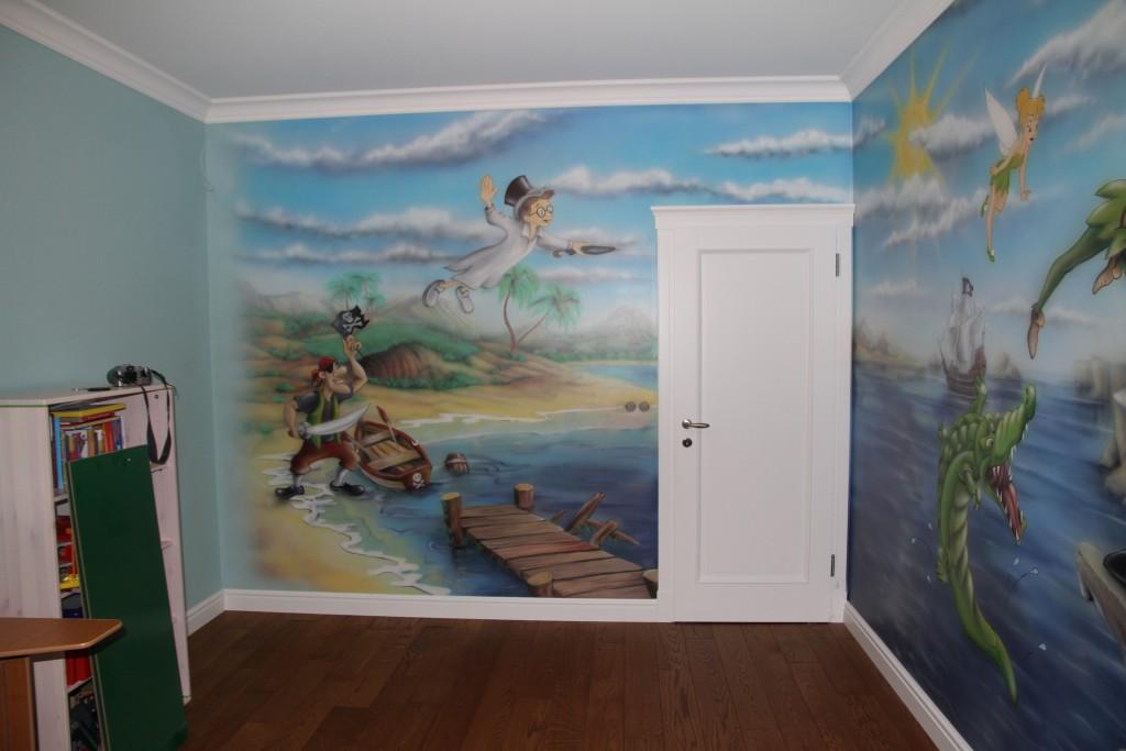 Malowidło ścienne w pokoju dziecka przedstawiające Piotrusia Pana
