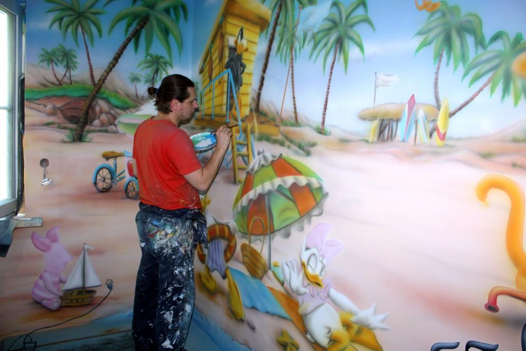Malowanie pokoju dziecięcego, mural ścienny