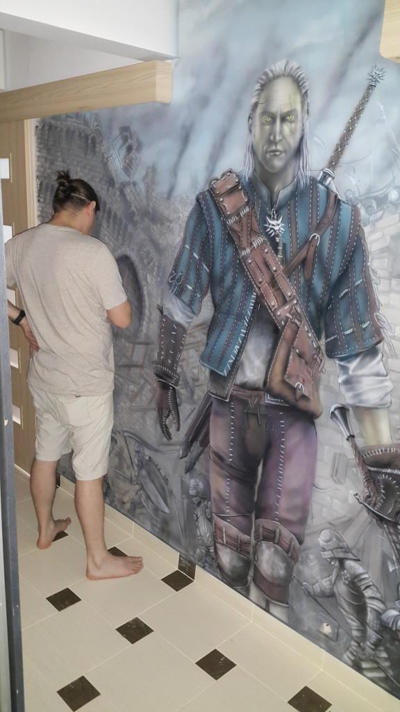 Malowanie wiedżmina na ścianie