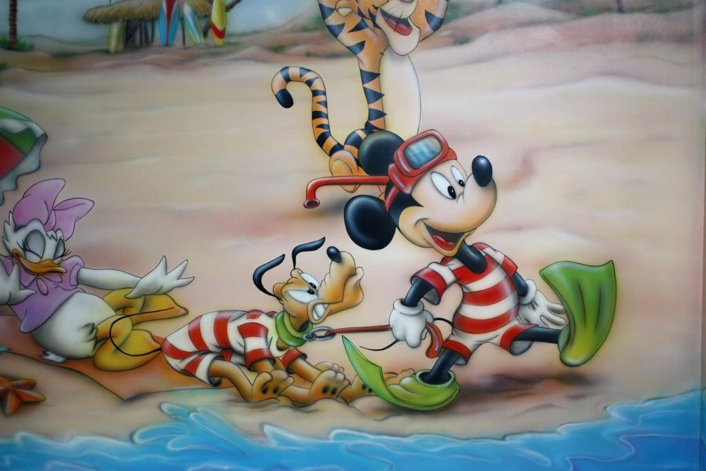 Malowanie na ścianie myszki micki i psa pluto, mural cena