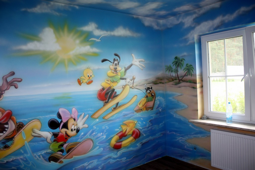 Pokój zabaw, malowanie scian w bawialni