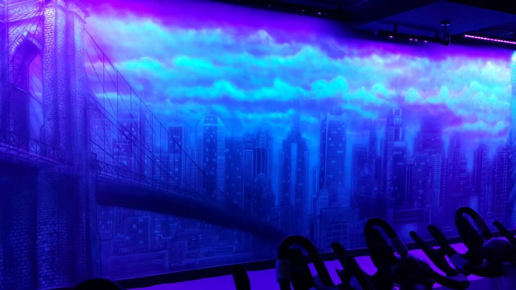 Malowanie grafitti UV na ścianie w klubie