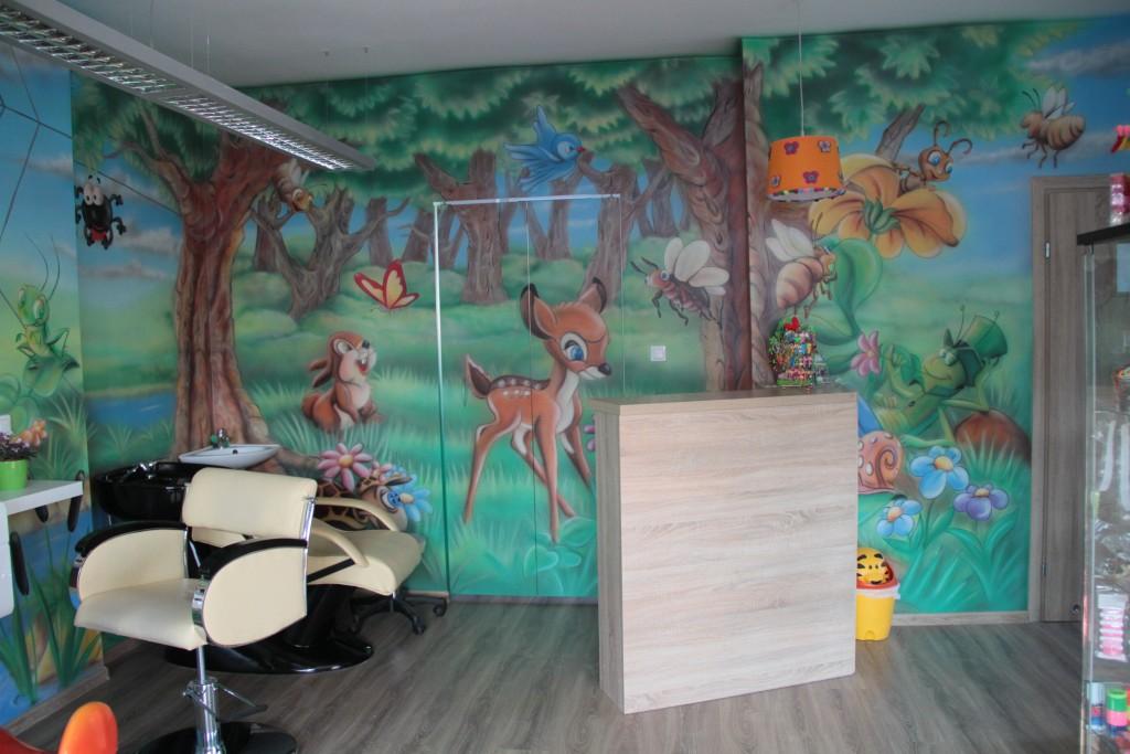 Malowanie obrazu na ścianie, mural ścienny dla dziecka