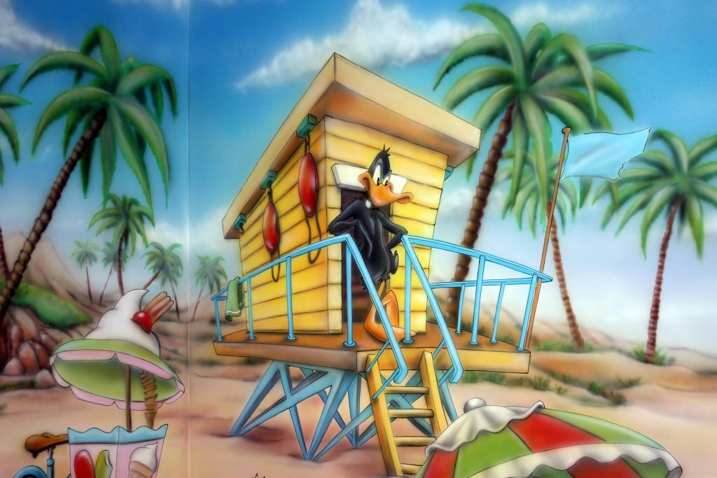 Aranżacja ścian w pokoju zabaw, malowanie bawialni, kaczor Dafi