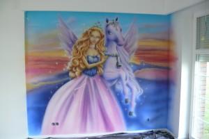 Malowanie pokoju dziewczynki, motyw z Barby