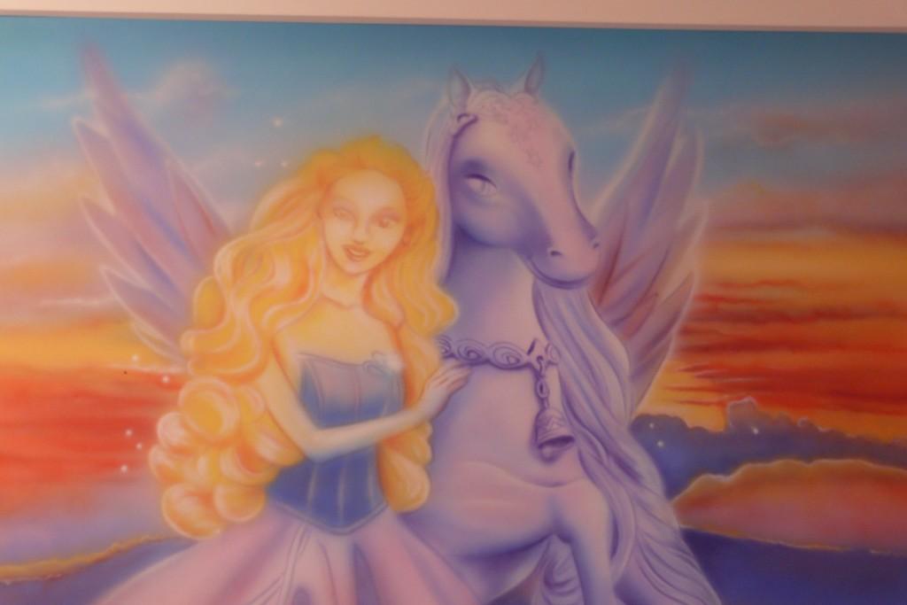 pokój dziewcdzynki malowanie barbi na ścianie, mural warszawa