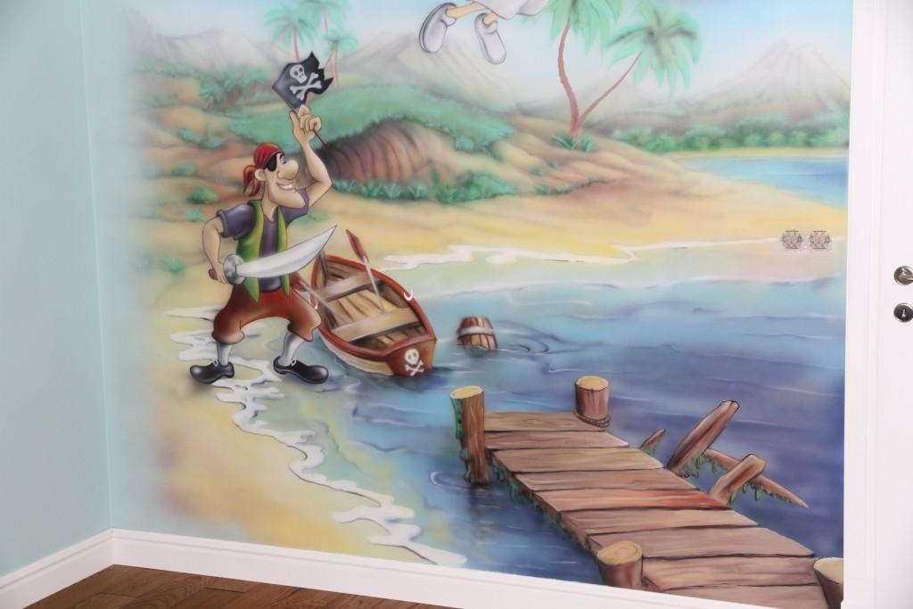 Rysunek na ścianie w pokoju dziecka przedstawiający Piotrósia Pana