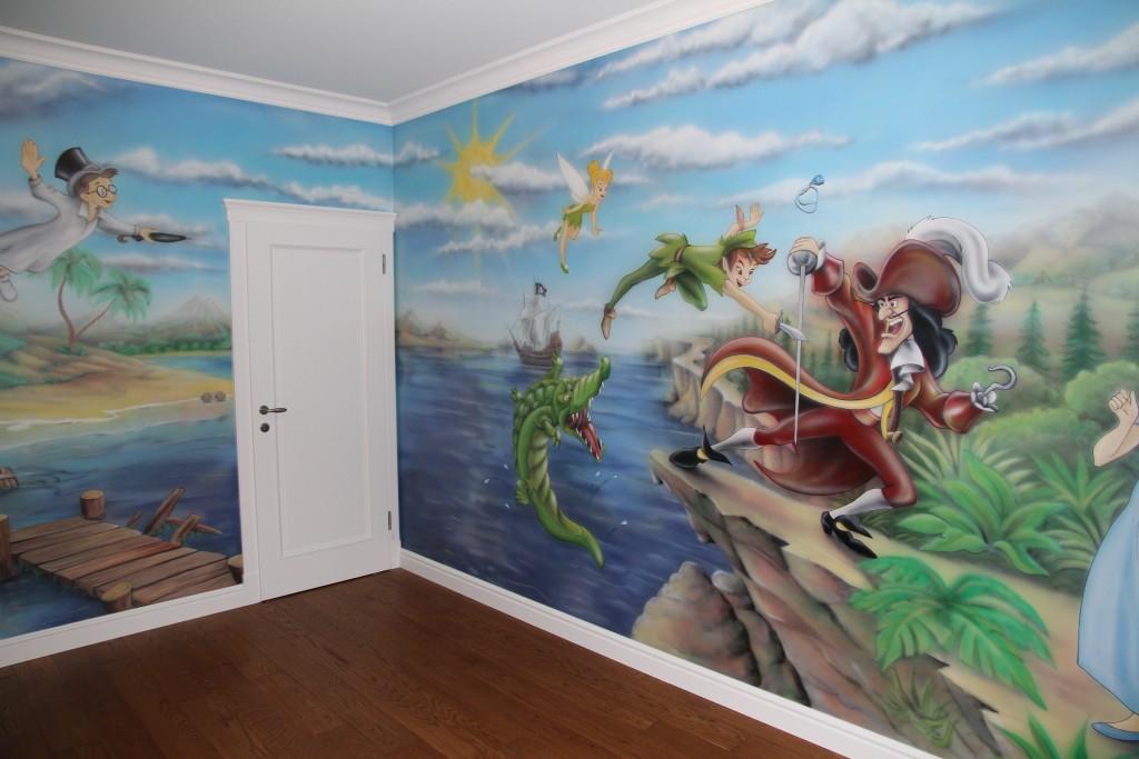 Piotruś pan naszkicowany na ścianie ,artystyczne malowanie obrazu na ścianie