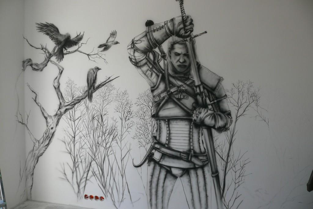Malowanie motywu z gry wiedźmin na ścianie w pokoju młodzieżowym
