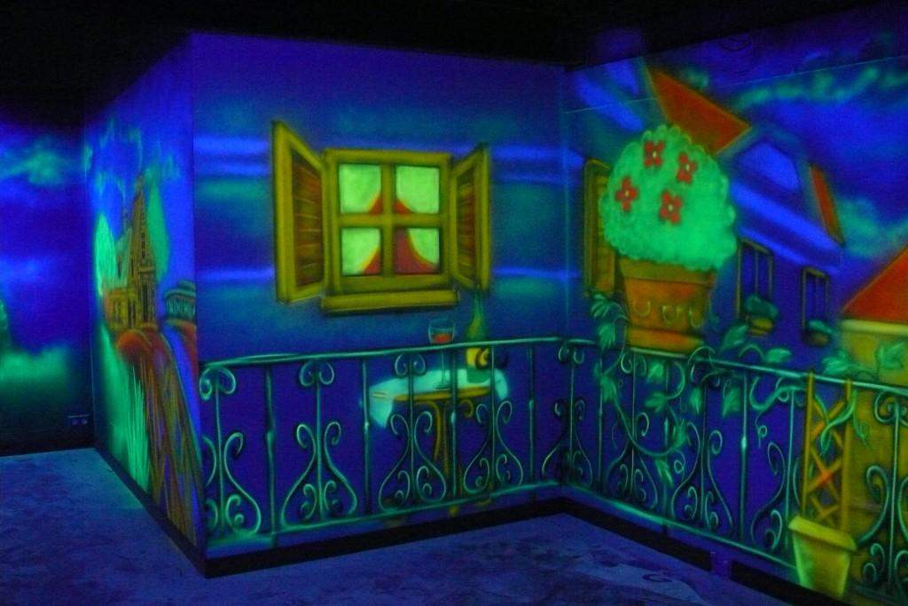 Malowanie farbami UV, obraz w ultrafiolecie, kręgielnia aranżacja