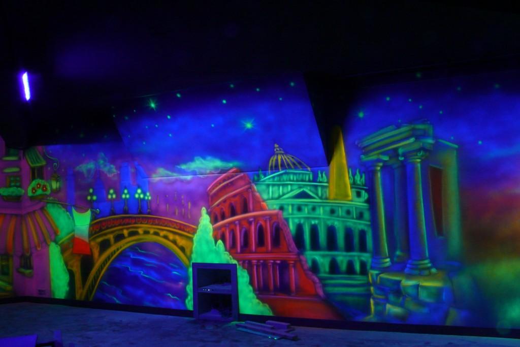 Mural UV, malowanie grafitti na ścianie, aranżacja klubu, Minigolf.