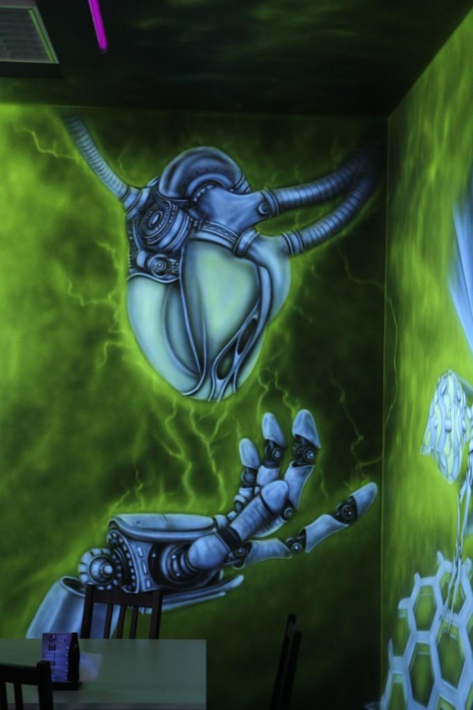 Biomechanika, mural UV malowany farbami fluorescencyjnymi nowoczesny styl malowania do nowoczesnego wnętrza