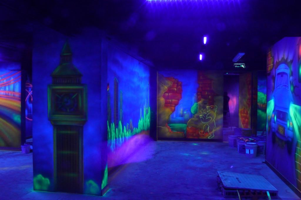 Aranżacja ścian w kręgielni, mural uV, malowidło ścienne wykonane farbami UV