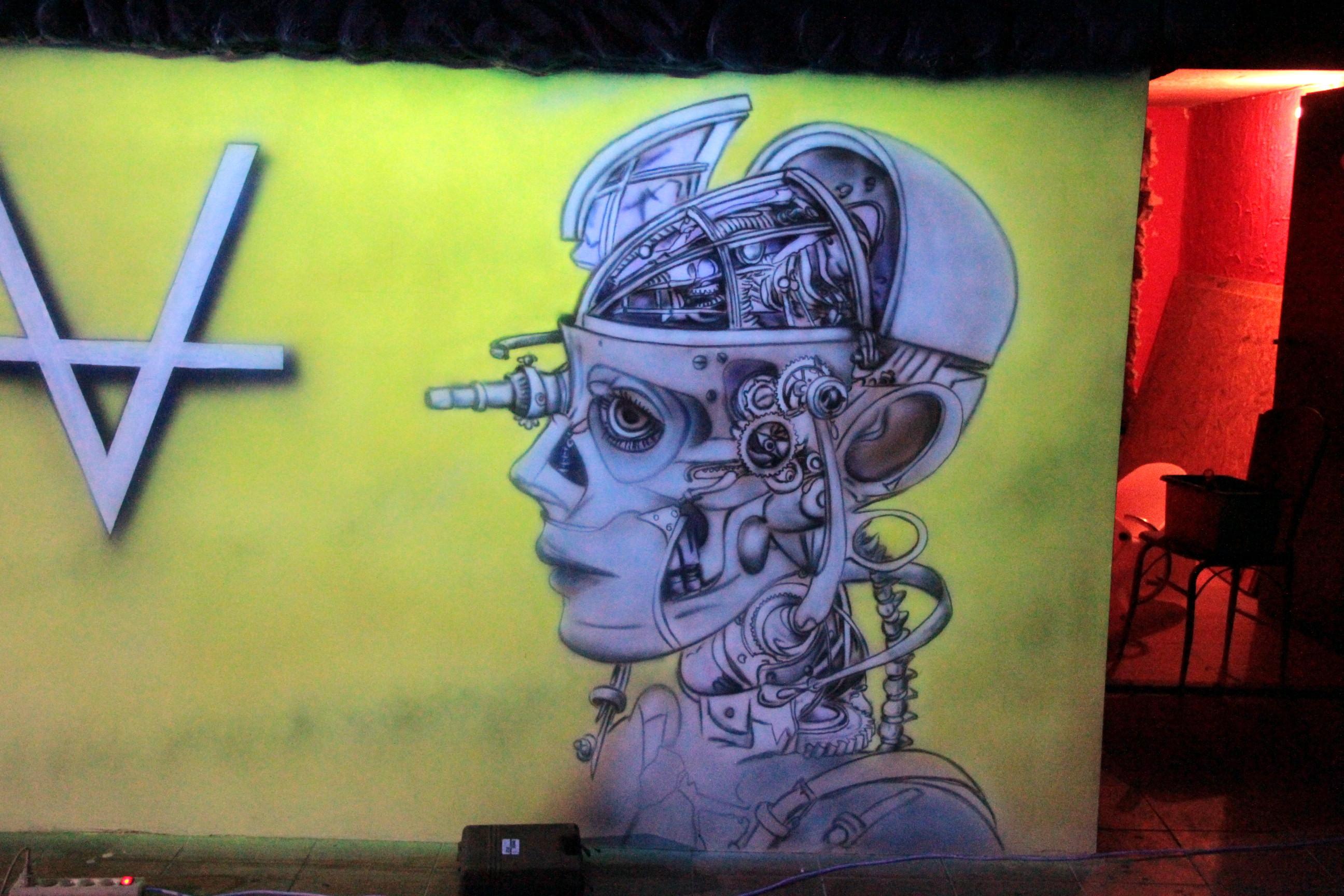 Nowoczesny wystrój klubu, malowanie farbami UV, grafitti w ultrafiolecie black light mural