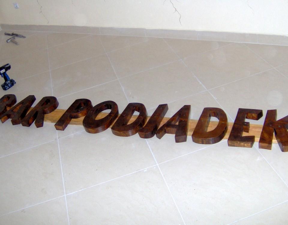 Drewniane szyldy reklamowe,. Robienie szyldu z drewna, drewniane szyldy na zamówienie
