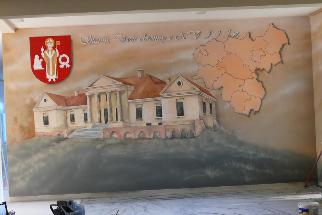Malowanie napisów na ścianie oraz herb gminy