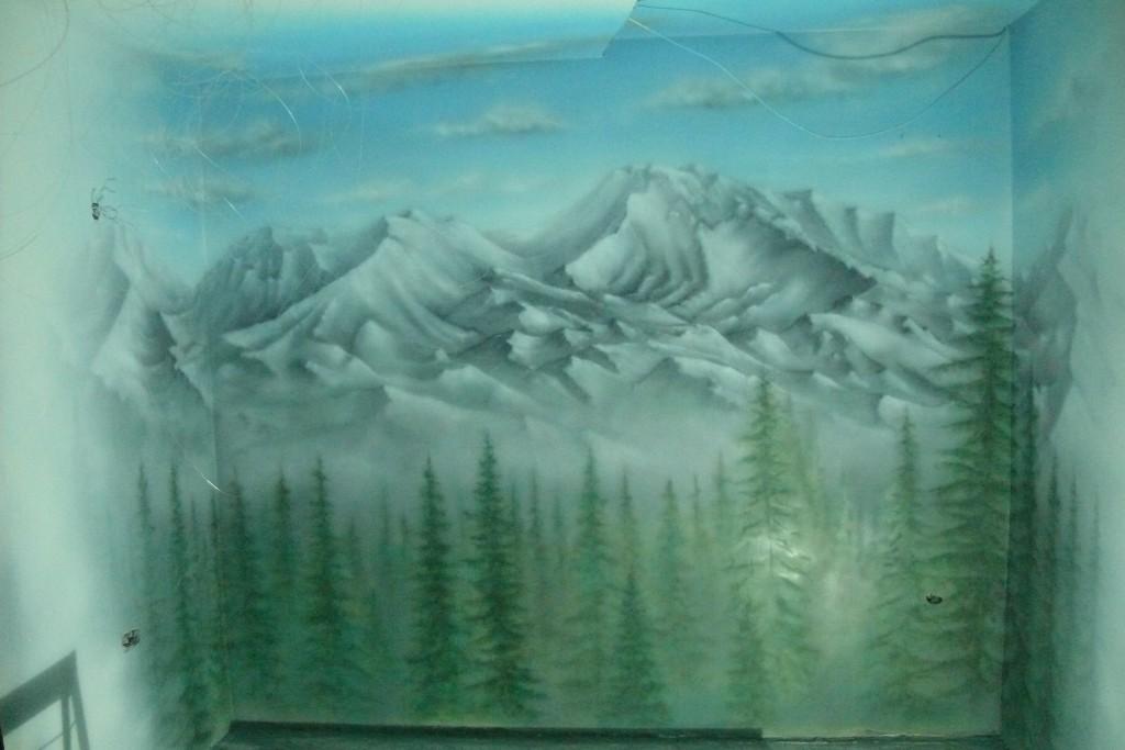 Malowanie górskiego widoku na ścianie