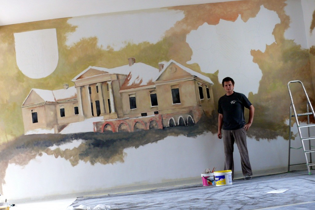 Malowanie napisów i loga, herb gminy wymalowany na ścianie