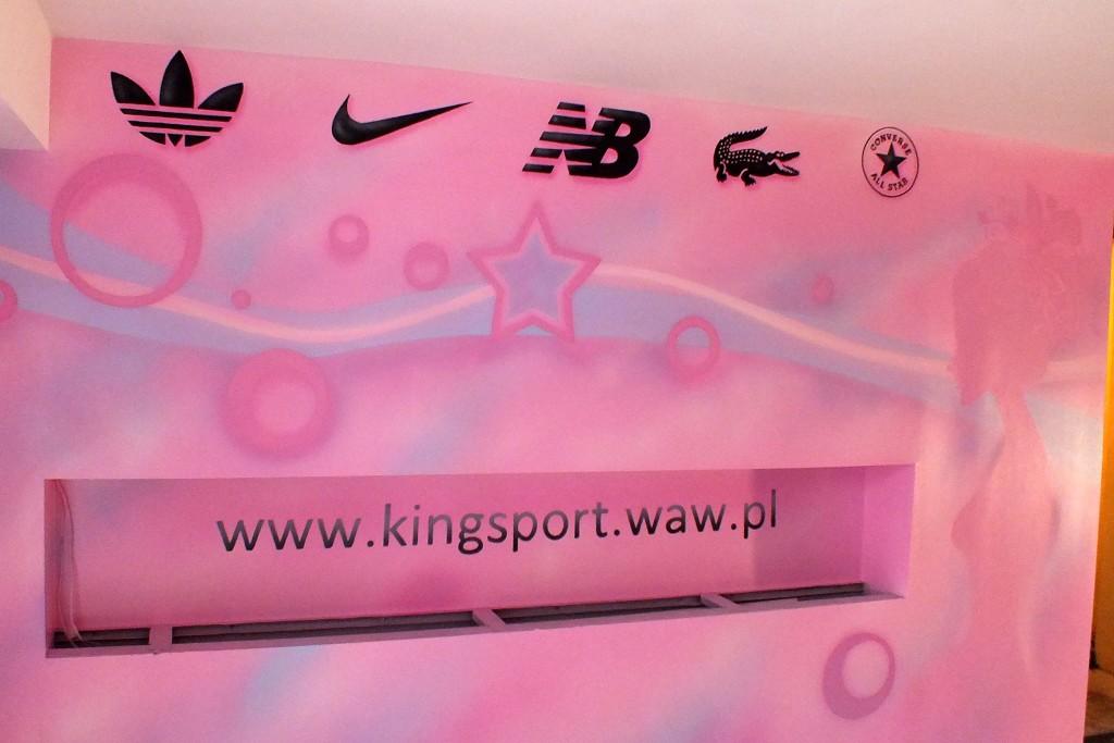 Logo malowane na ścianie wsklepie, gradient, miękie przejście namalowane na ścianie