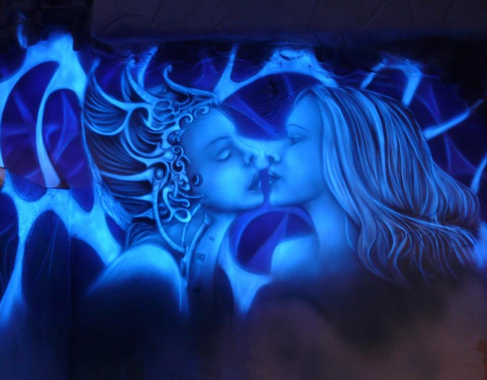 Malowanie obrazu w ultrafiolecie, grafika świecące w UV, mural