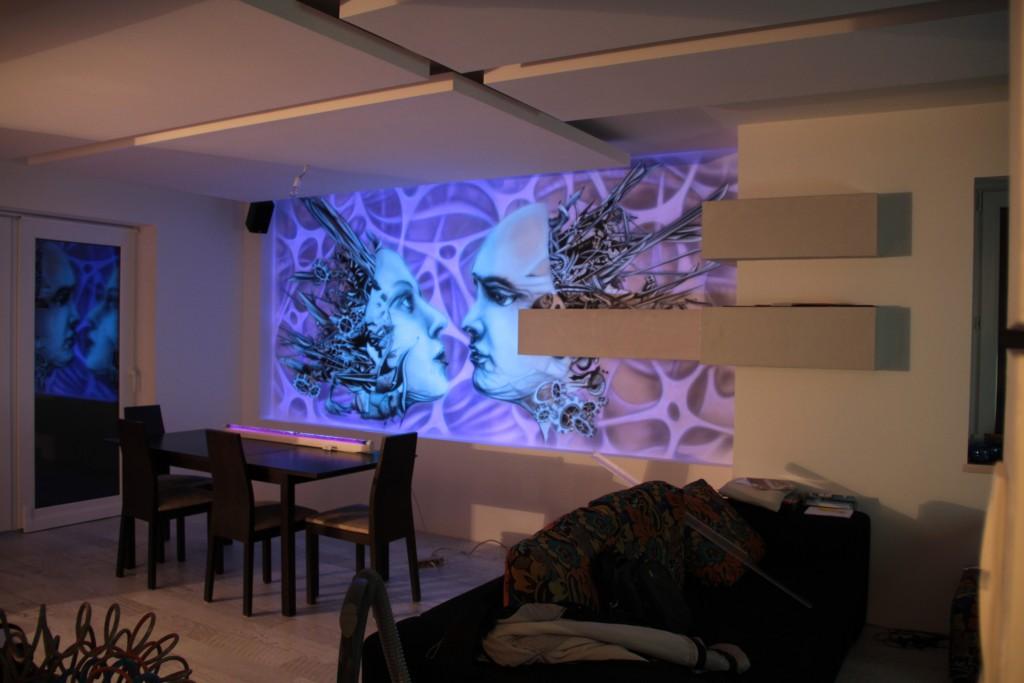 Malowanie graffiti UV farbami fluorescencyjnymi, biomechanika steampunkowa,