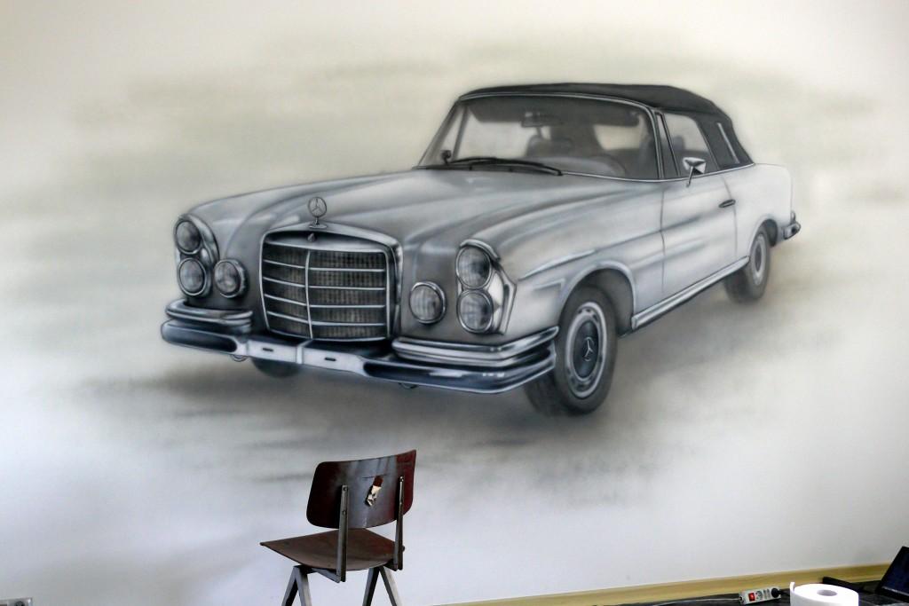 Rysunek starego mercedesa na scainie, szkic samochodu