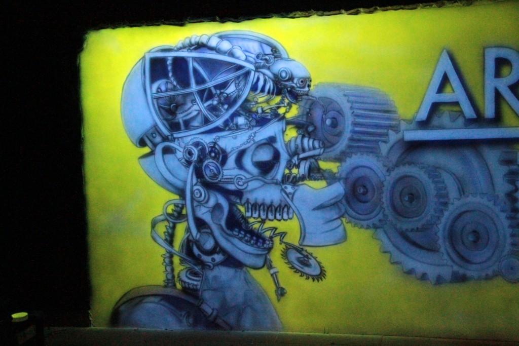 Wystrój klubów i dyskotek, artystyczne malowanie ścian farbami UV, biomechanika