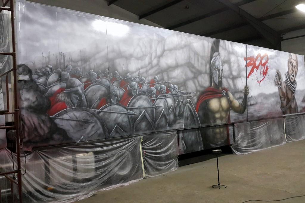 malowanie naczepy tira, motyw graficzny z filmu 300