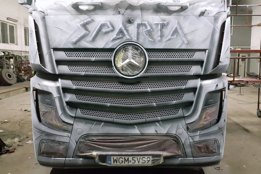 malowanie samochodu ciężarowego grafika na tirze