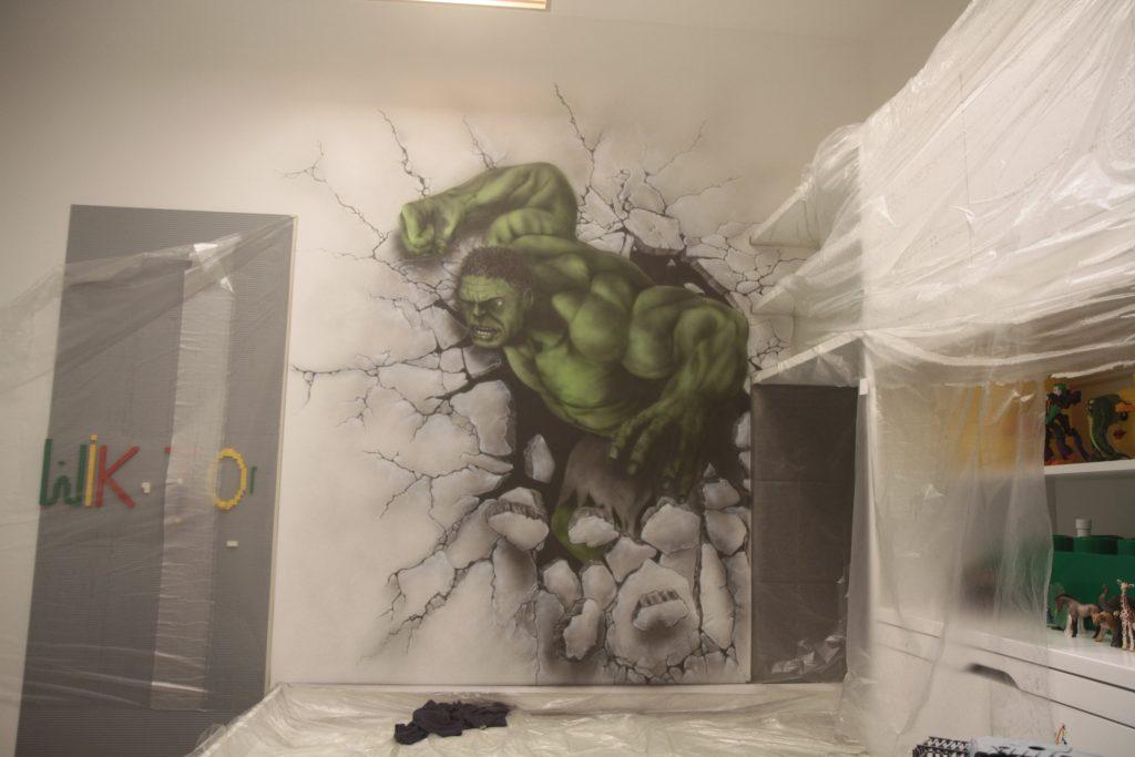Malowanie Hulka na ścianie w pokoju chłopca, mural Graffiti na ścianie