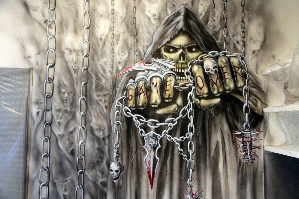 Malowanie kostuchy na ścianie