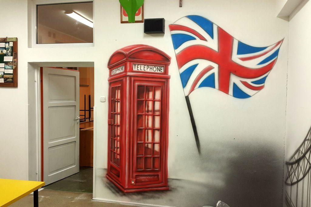 Malowanie loga na ścianie , malowanie flagi na elewacji