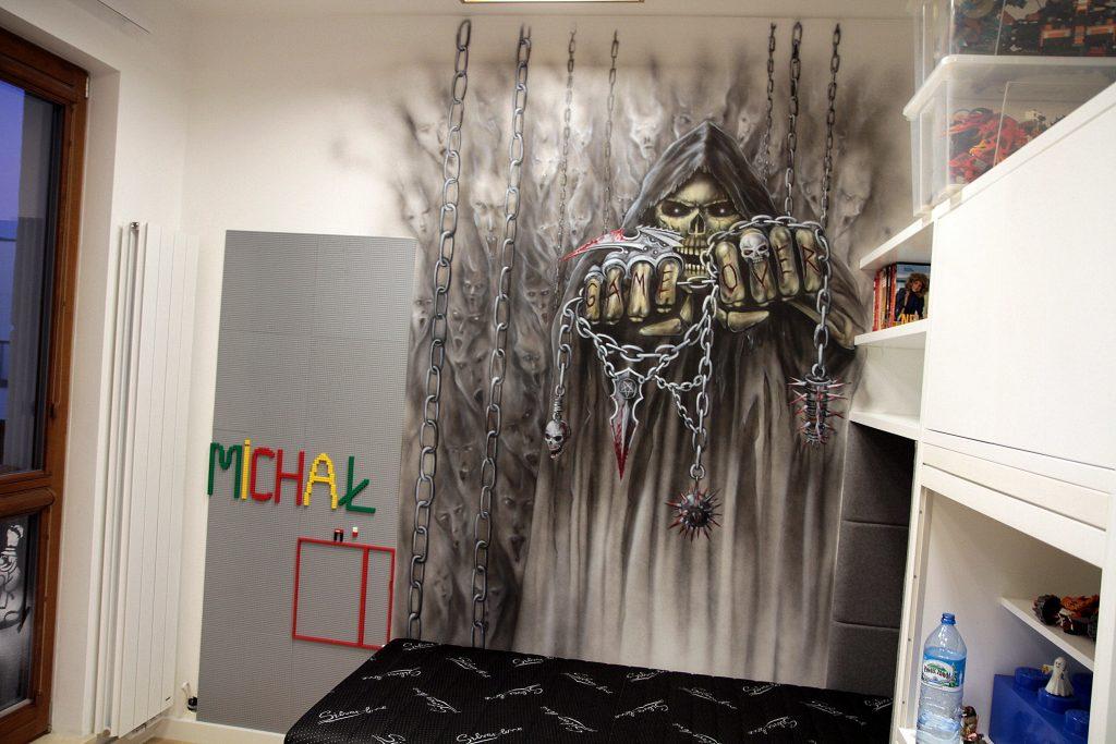 Malowanie czaszki na ścianie, mroczny mural, dark art