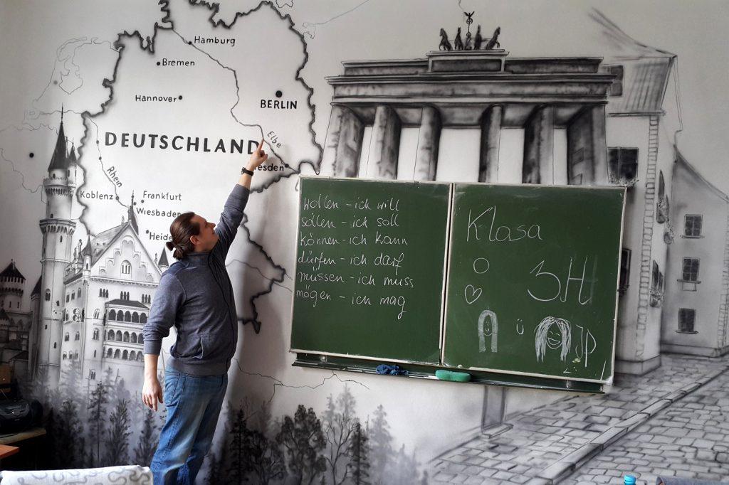 Sale językowa, niemiecki, malowanie murali, szkic